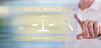 Uomo che tocca un concetto di consiglio legale immagini stock libere da diritti