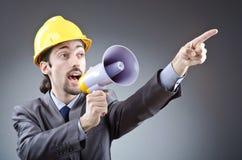 Uomo che urla con l'altoparlante Immagini Stock Libere da Diritti