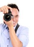 Uomo che usando la macchina fotografica del dslr Fotografie Stock