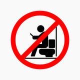 Uomo che utilizza smartphone nella toilette Segno non permesso illustrazione vettoriale