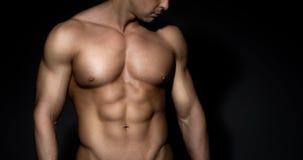 Uomo chested nudo del muscolo Immagini Stock