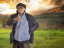 Uomo/coltivatore libanesi arabi con i pollici in su Fotografie Stock