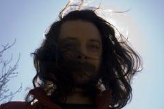 Uomo con capelli lunghi Fotografie Stock Libere da Diritti