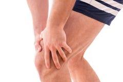 Uomo con dolore del ginocchio immagini stock