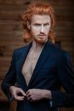 Uomo con i capelli ardenti Fotografia Stock