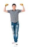 Uomo con i dumbells Fotografie Stock Libere da Diritti