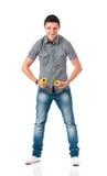 Uomo con i dumbells Immagine Stock