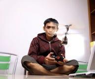 Uomo con i giocattoli Fotografie Stock Libere da Diritti