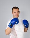 Uomo con i guanti di inscatolamento Fotografie Stock Libere da Diritti