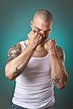 Uomo con i tatuaggi Fotografia Stock Libera da Diritti