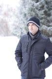 Uomo con i vestiti di inverno Fotografia Stock Libera da Diritti
