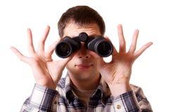 Uomo con il binocolo Immagine Stock