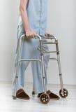 Uomo con il camminatore Fotografia Stock Libera da Diritti