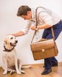 Uomo con il cane Immagine Stock