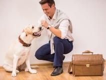 Uomo con il cane Fotografie Stock Libere da Diritti