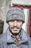 Uomo con il cappuccio della pelliccia in Ladakh Fotografia Stock