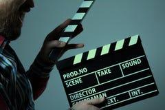Uomo con il cinema di ciac Fotografie Stock Libere da Diritti