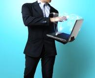 Uomo con il computer portatile fotografie stock