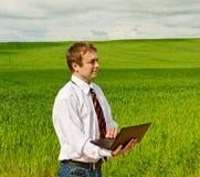 Uomo con il computer portatile. Fotografia Stock