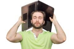 Uomo con il computer portatile sulla sua testa Fotografia Stock