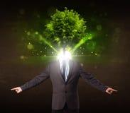 Uomo con il concetto verde della testa dell'albero Fotografie Stock