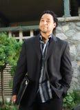 Uomo con il dispositivo di piegatura Fotografia Stock