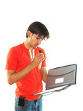 Uomo con il dispositivo di piegatura ed il mic Fotografia Stock