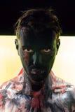 Uomo con il fronte nero e lo sguardo imbronciato Fotografia Stock Libera da Diritti