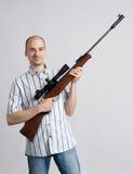Uomo con il fucile Fotografia Stock Libera da Diritti