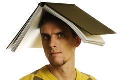 Uomo con il libro Immagini Stock