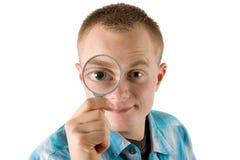 Uomo con il magnifier Fotografia Stock Libera da Diritti