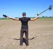 Uomo con il metal detector Immagini Stock Libere da Diritti