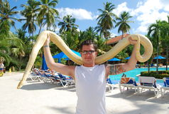 Uomo con il serpente Immagini Stock Libere da Diritti