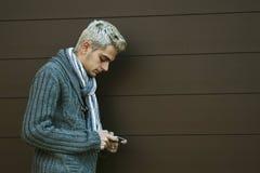Uomo con il telefono cellulare Immagine Stock Libera da Diritti