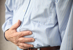 Uomo con indigestione Fotografie Stock