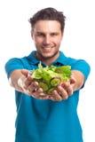 Uomo con insalata fotografia stock