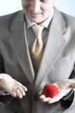 Uomo con l'anello di cerimonia nuziale Fotografia Stock Libera da Diritti
