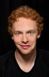 Uomo con l'espressione insolita (schizofrenica) Fotografia Stock