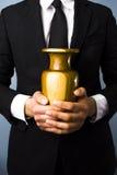 Uomo con l'urna Immagini Stock Libere da Diritti