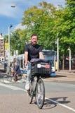 Uomo con la barba alla moda che cicla, Amsterdam, Paesi Bassi Fotografia Stock Libera da Diritti