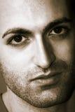 Uomo con la barba ed i grandi occhi Fotografia Stock Libera da Diritti