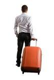 Uomo con la borsa che controlla fondo bianco Fotografie Stock
