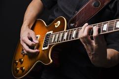 Uomo con la chitarra Fotografia Stock Libera da Diritti