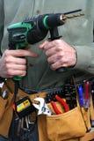 Uomo con la fascia dello strumento e del trivello Fotografia Stock
