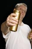 Uomo con la latta di birra Fotografia Stock Libera da Diritti
