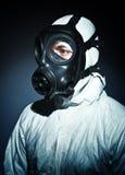 Uomo con la maschera antigas fotografie stock libere da diritti