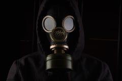 Uomo con la maschera antigas Fotografia Stock