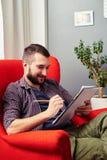 Uomo con la matita ed il blocco note Fotografia Stock Libera da Diritti