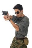 Uomo con la pistola. fotografia stock libera da diritti