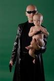 Uomo con la pistola ed il figlio Fotografia Stock Libera da Diritti